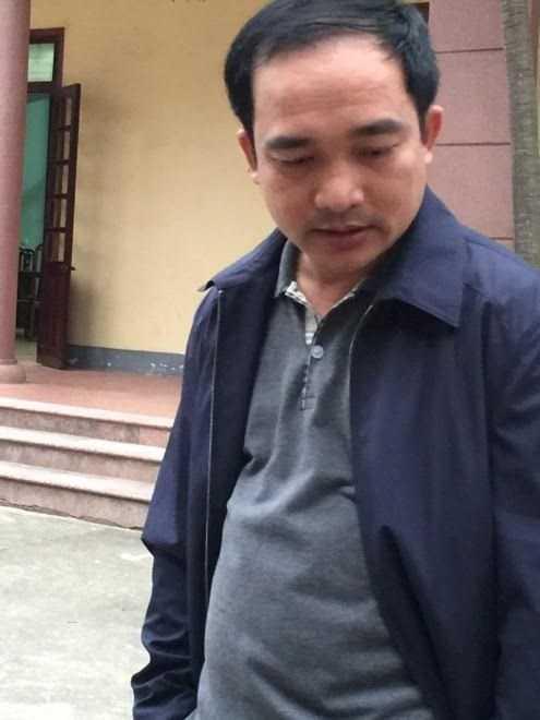Tại trụ sở Công an huyện, nhân thân đối tượng được làm rõ là Nguyễn Viết Hoàng, lái xe Sở GTVT Nghệ An. Ảnh: Minh Thùy