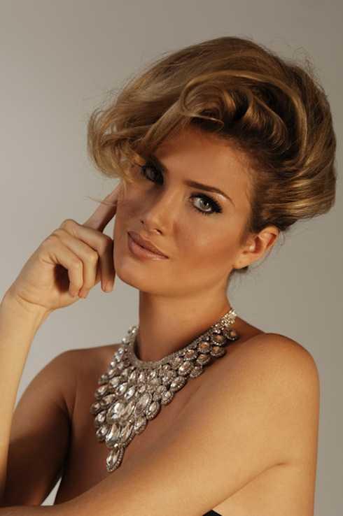 Mireia Lalaguna Royo sở hữu những đường nét thanh lịch cùng mái tóc vàng quyến rũ.