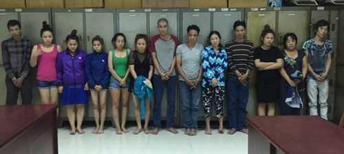 Các nghi can trong băng nhóm trộm, cướp tài sản của du khách tại cơ quan điều tra