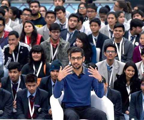 Ông Sundar Pichai đang ở Ấn Độ để tiếp   xúc với lập trình viên, sinh viên và cả thủ tướng Ấn Độ Narendra Modi.   Đến ngày 22/12, CEO của Google sẽ đến Hà Nội. Ảnh: The Times Indian.