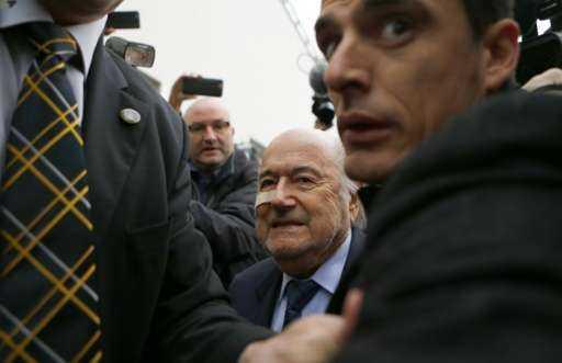 Chủ tịch FIFA Sepp Blatter bị chỉ trích là tham quyền cố vị