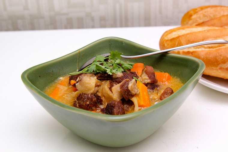 Một cách nấu bò kho ngon sử dụng nồi cơm điện.