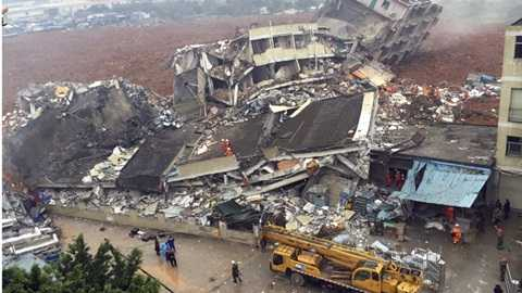Chính quyền địa phương huy động gần 2.000 nhân viên cứu hộ đến hiện trường