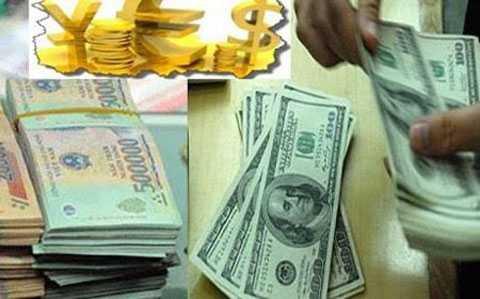 """USD """"chợ đen"""" tại Việt Nam trong những ngày cuối năm vọt lên 22.800 đồng"""