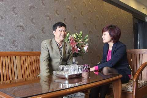 Bác Nguyễn Đình Hùng vui vẻ chia sẻ về cảm nghĩ  của mình khi sinh sống tại tòa A – Tổ hợp Valiant Complex