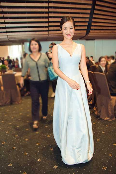 Nữ diva Hồng Nhung ngày càng trẻ trung, thu hút sự chú ý của nhiều khách mời.