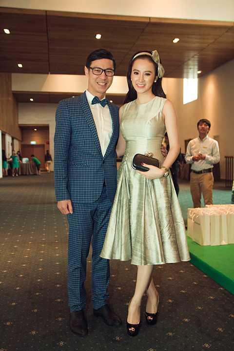 Nữ diễn viên Angela Phương Trinh xuất hiện tại sự kiện trong bộ trang phục kín đáo và chừng mực với vai trò khách mời. Ngay sau khi tham dự sự kiện, cô nhanh chóng trở về nhà để chuẩn bị lên Đà Lạt phục vụ cho những cảnh quay đầu tiên của dự án điện ảnh mới.