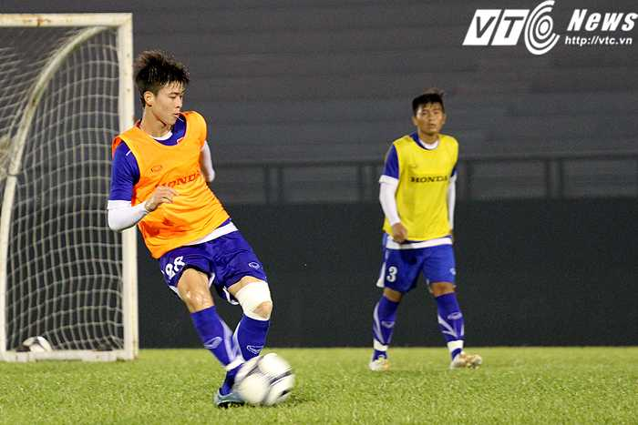 Tiền vệ Duy Mạnh đang đóng vai trò 'đầu não' trong lối chơi của U23 Việt Nam (ảnh: Hoàng Tùng)