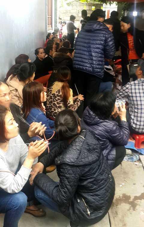Hàng chục 'quý bà' bị bắt tại trận khi đang sát phạt nhau bằng hình thức xóc đĩa