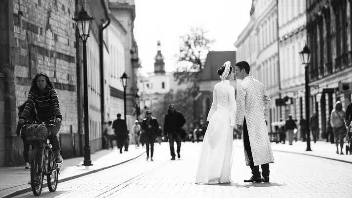 Bộ ảnh được thực hiện trong những ngày giá lạnh của Châu Âu, Diễm Trang và ông xã đã rất vất vả để có được những tấm ảnh đẹp nhất.