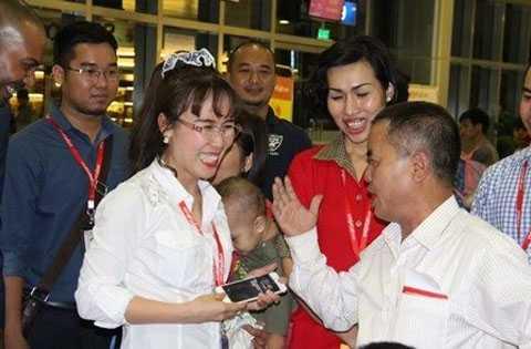 Tổng Giám đốc Vietjet ghi nhận ý kiến đóng góp của hành khách.