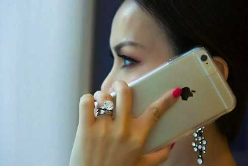 Hà Phương đeo nhẫn 1 triệu USD.