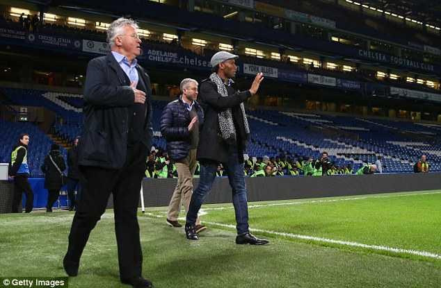 Didier Drogba có thể là trợ lý cho Hiddink