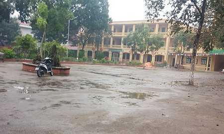 Trường THCS Ninh Hiệp không có học sinh vào học. Ảnh: VNN
