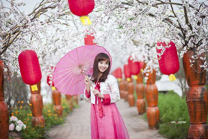 Ngoài thời gian học Thanh Thủy dành thời gian làm mẫu ảnh cho các shop thời trang.