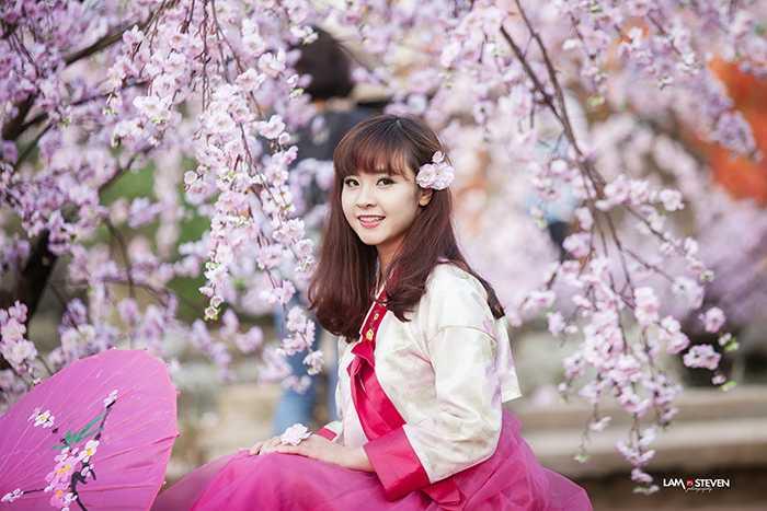 Thanh Thủy sinh năm 1994, đến từ Hà Nội. Cô hiện đang là sinh viên năm cuối lớp QT6A1, trường Đại học Kinh tế - Kĩ thuật Công nghiệp Hà Nội.