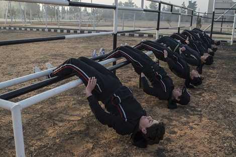 Tập thể lực nặng như các đồng đội nam
