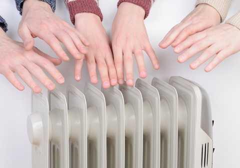 Lưu thông máu kém có thể khiến đôi tay thường xuyên lạnh lẽo.
