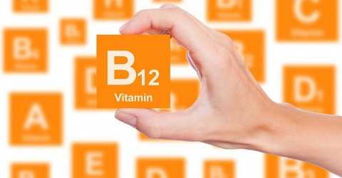 Bàn tay lạnh có thể do thiếu vitamin B12 và huyết áp thấp.