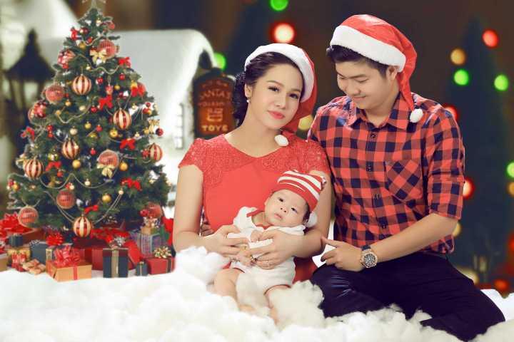 Bé Tiin tên thật Ngô Bửu Long chỉ gần 3 tháng tuổi, nhưng cậu quý tử nhỏ nhà Kim Anh thường xuyên được bố mẹ chụp ảnh, lưu lại nhiều khoảnh khắc đáng yêu.