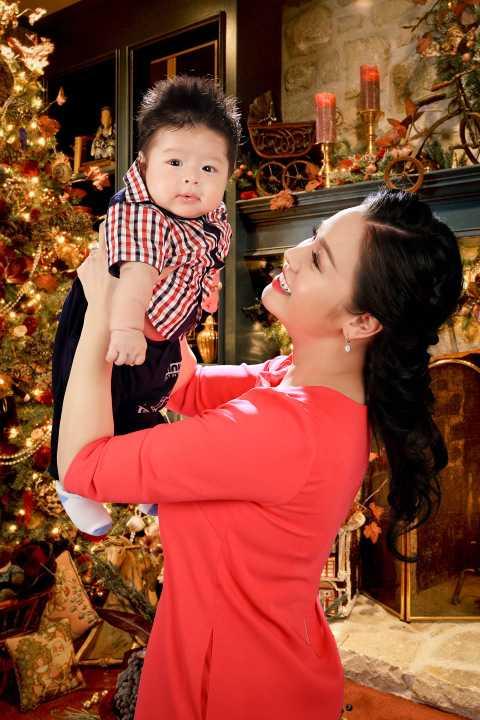 Chỉ 3 tháng sau khi sinh con Nhật Kim Anh đã tái xuất showbiz dáng gọn gàng như thời