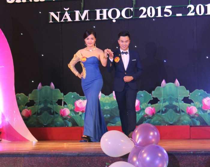 Nguyễn Linh Trang và Nguyễn Thành Tuân trong phần thi Trang phục tự chọn.