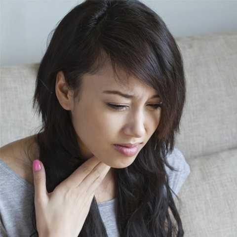Cảm cúm là một nguyên nhân gây viêm họng.