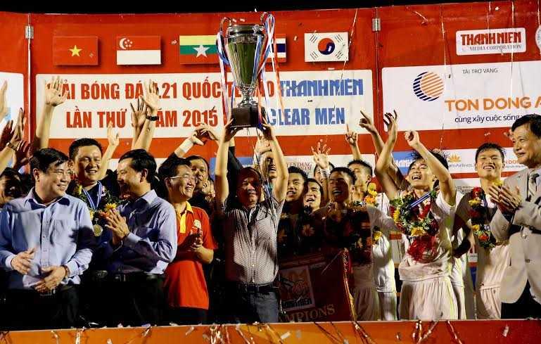Bầu Đức mừng chức vô địch với U21 HAGL