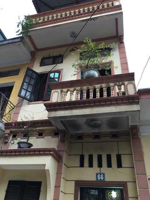 22h ngày 24/12, người dân phát hiện hai vợ chồng chủ ngôi nhà số 66, ngõ 24, đường Chùa Thông, TX.Sơn Tây, Hà Nội tử vong khi ngôi nhà đang bốc cháy.