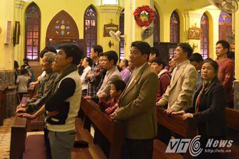 Nghi lễ tại nhà thờ Hàm Long.