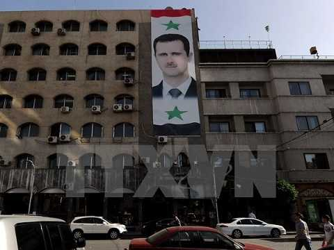 Chân dung Tổng thống Bashar Assad treo trên một tòa nhà ở thủ đô Damscus