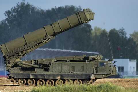 Hệ thống tên lửa đối không có khả năng chống tên lửa đạn đạo S-300VM Antey-2500 (Nguồn: Sputniknews)