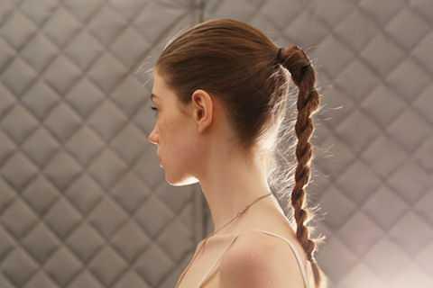 Với kiểu tóc này, bạn có thể thoải mái diện mọi trang phục từ dạ tiệc kiểu cách đến thời trang casual hàng ngày.