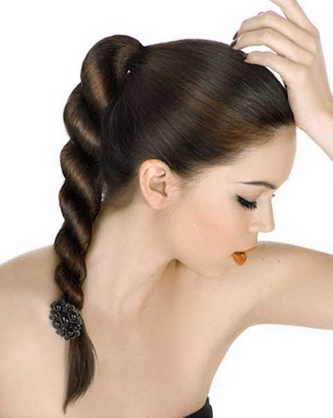 Kiểu tóc tạo nên cái nhìn mới lạ, chỉn chu cho mái tóc đuôi ngựa cổ điển.