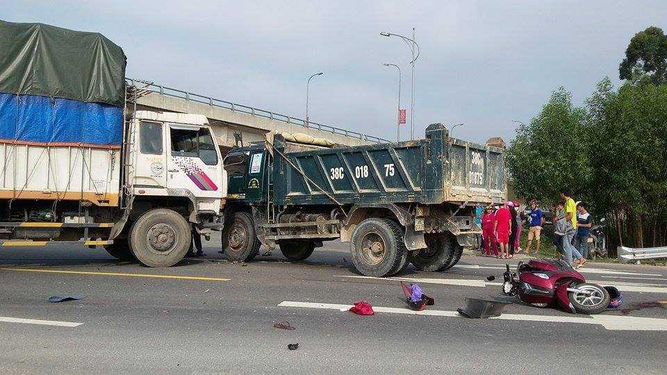 Hiện trường vụ tai nạn thảm khốc khiến hai người thương vong.