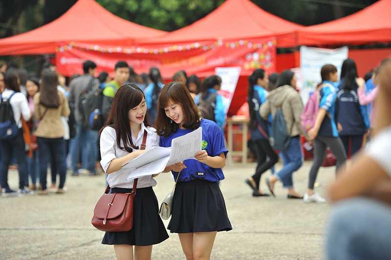 Rất nhiều sinh viên năm cuối đã tìm được những công việc phù hợp trong ngày hội tuyển dụng khối ngành kinh tế