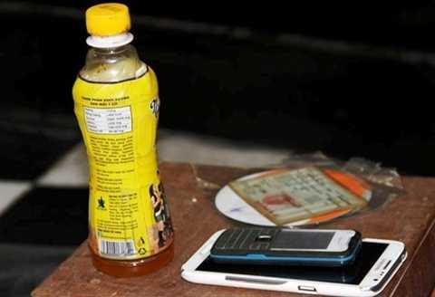 Chai nước ngọt có ruồi mà anh Minh dùng để