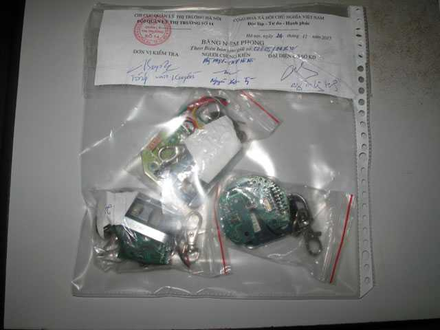 Chip điện tử thu giữ tại cây xăng 436 Trần Khát Chân
