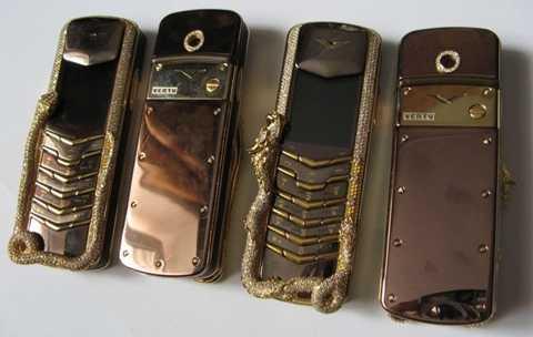 Vertu Signature Cobra - Giá: 310.000 USD. Riêng thương hiệu Vertu đình đám đã làm nên cái giá tương đối đắt đỏ cho một chiếc điện thoại nhưng bên cạnh đó là một viên kim cương trắng khá lớn được chạm khắc cầu kỳ thành hình một con rắn hổ mang chúa oai vệ và được gắn xung quanh chiếc điện thoại để làm cho giá trị của nó tăng lên nhiều lần