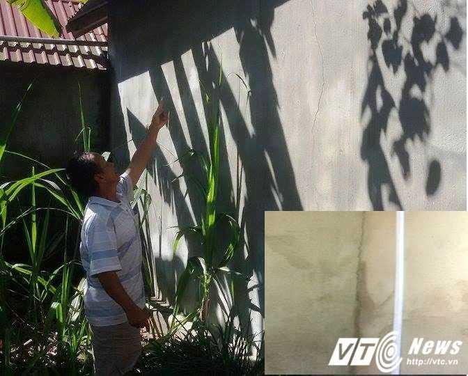 Ông Lê Văn Thiếu khẳng định những vết nứt trong nhà ông xuất hiện sau vụ động đất xảy ra ngày 22/12.