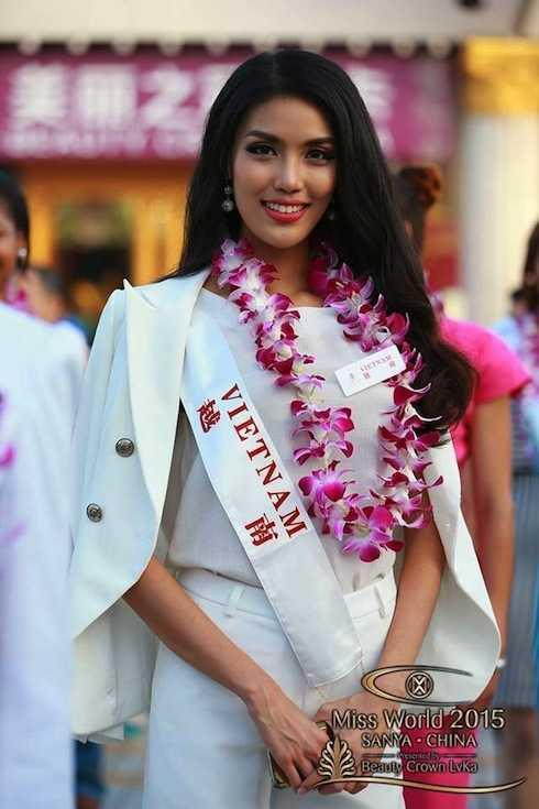 Lan Khuê tại cuộc thi Hoa hậu Thế giới 2015.