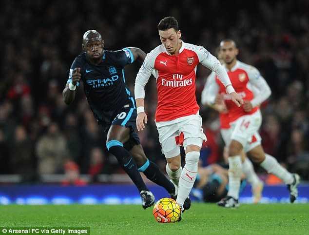 Ozil thiên tài giúp Arsenal thăng hoa
