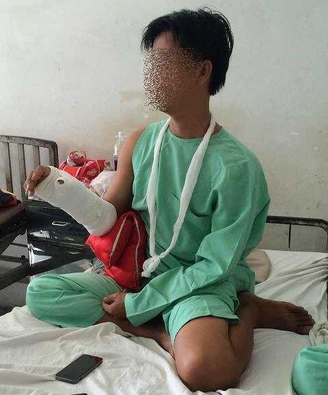 Anh T. đang được điều trị tại BV Chấn thương chỉnh hình. Ảnh: Phan Cường