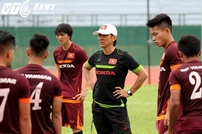 HLV Trần Công Minh chia tay U23 Việt Nam (ảnh: Hoàng Tùng)
