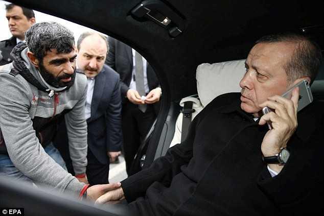 Người đàn ông từ bỏ ý định tự sát sau khi nói chuyện với tổng thống Thổ Nhĩ Kỳ