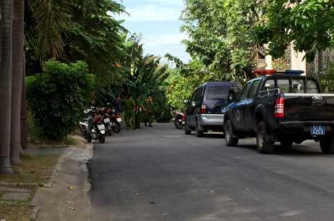 Lực lượng chức năng đang khám nghiệm hiện trường vụ trộm nhà ca sĩ Minh Hằng.