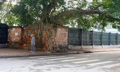 Một đoạn của thành cổ phía Đông. Thành cổ Lạng Sơn đã được xếp hạng cấp quốc gia năm 1999. Theo Ban quản lý di tích tỉnh Lạng Sơn, đây là di tích lịch sử có vai trò quan trọng trong các cuộc đấu tranh chống giặc ngoại xâm ở Lạng Sơn, là công trình kiến trúc quân sự kiên cố, quy mô của các vương triều phong kiến Việt Nam.