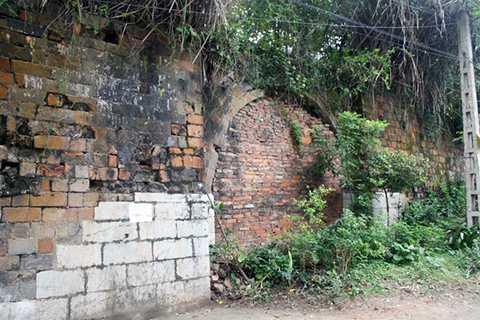 Cổng phía Tây đã được xây bít lại. Hiện nay tường thành bao bọc một số cơ quan như Tỉnh ủy, Bộ đội Biên phòng, Bộ chỉ huy Quân sự tỉnh.