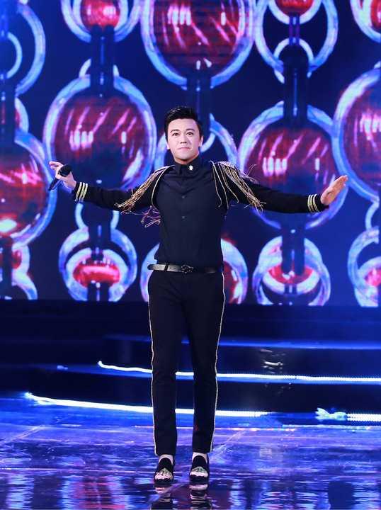 Xuất hiện trong vai trò ca sĩ trình diễn trong đêm chung kết