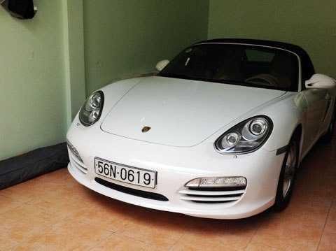 Xe Porsche, một trong 4 ôtô đắt tiền của Tú bị kê biên để đảm bảo cho việc thi hành án. Ảnh: Q. T.
